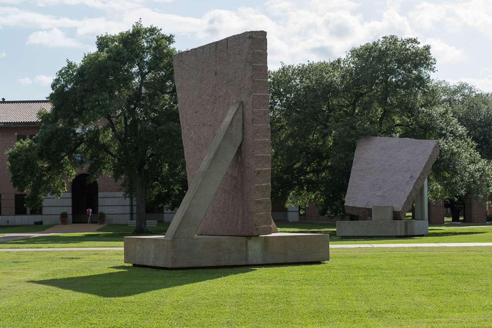 Michael Heizer, 45°, 90°, 180°, 1984. Photo: Nash Baker
