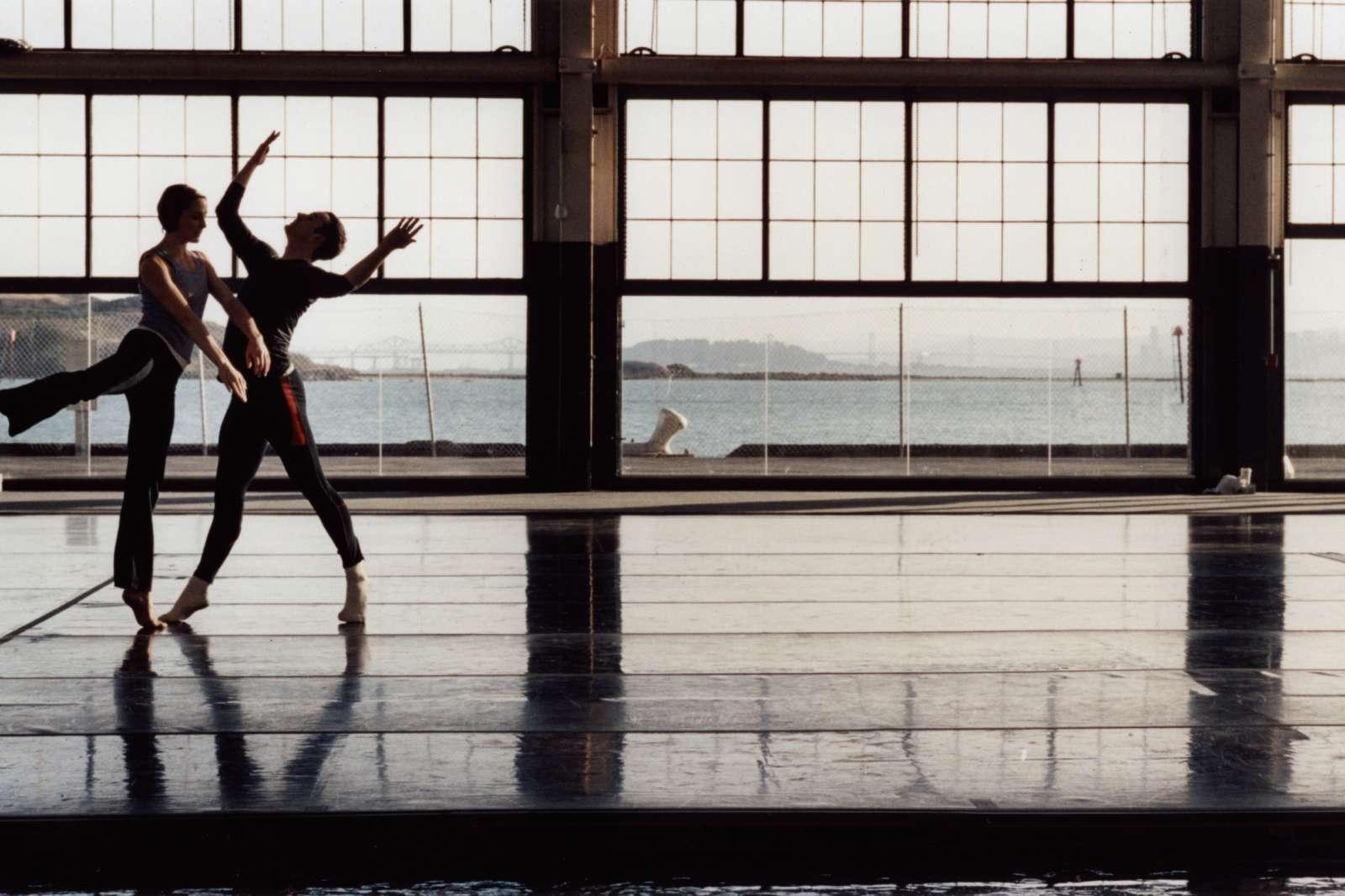 Tacita Dean, Craneway Event, 2009, 16mm anamorphic film, optical sound, 108 minutes, film still.