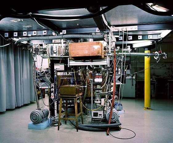 Thomas Struth, Z-Pinch Plasma Lab, Weizmann Institute, Rehovot, 2011. Inkjet print. 132.2 x 158.5 cm. © Thomas Struth