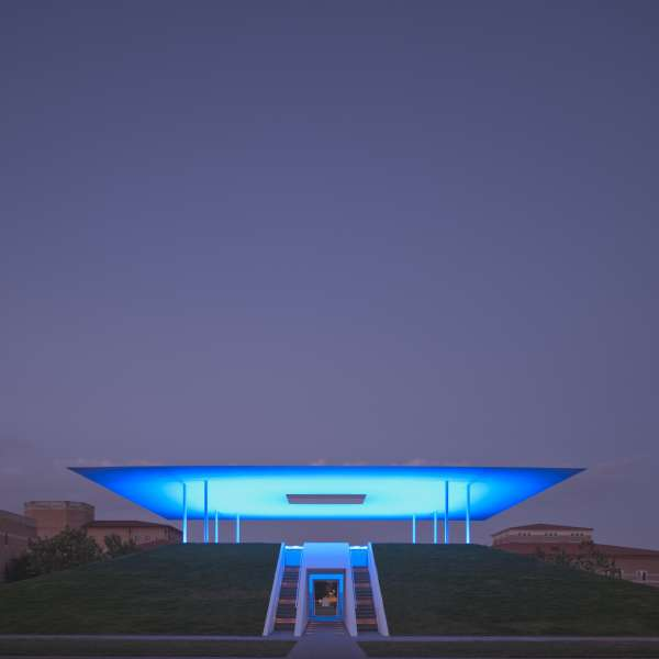 Twilight Epiphany(2012), The James Turrell Skyspace at the Suzanne Deal Booth Centennial Pavilion at Rice University. Photo Paul Hester. Image courtesy Rice University.